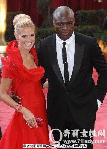 海蒂克鲁姆与歌手席尔在2003年开始约会,2005年步入婚姻殿堂.