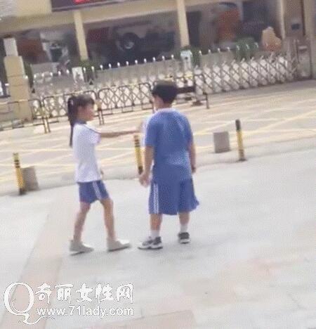 学生穿校服爱情手绘