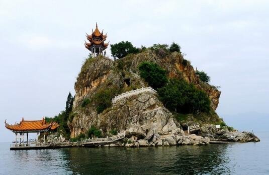 现存大孤山,岛成椭圆形,似如鸡蛋,面积约半平方公里.