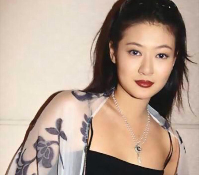 小鬼好像并没有什么用,据陈宝莲的闺密爆料,陈宝莲曾经去泰国找过降头