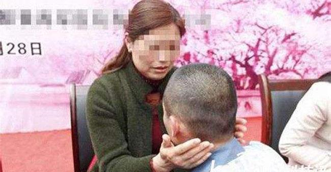 """逃亡后为尽孝自首 监狱里见到母亲后期待""""新生"""""""