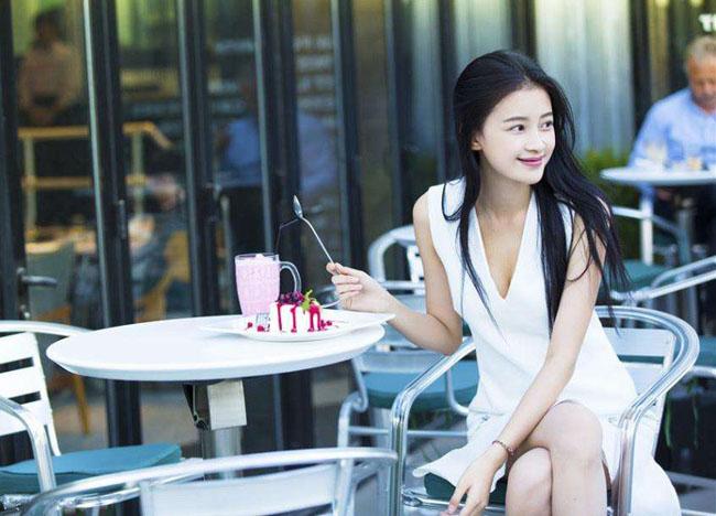孙怡晒自拍卖萌 网友称换了发型不像个准妈妈(2)