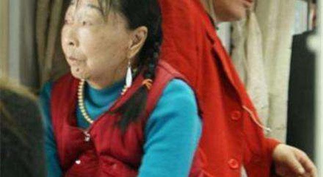 56岁老太嫁28小伙图片2