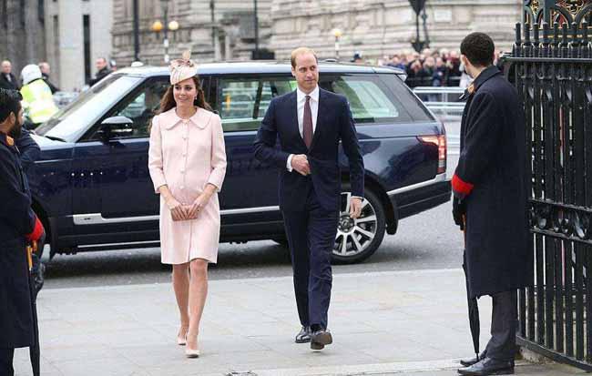 凯特王妃挺孕肚出席活动