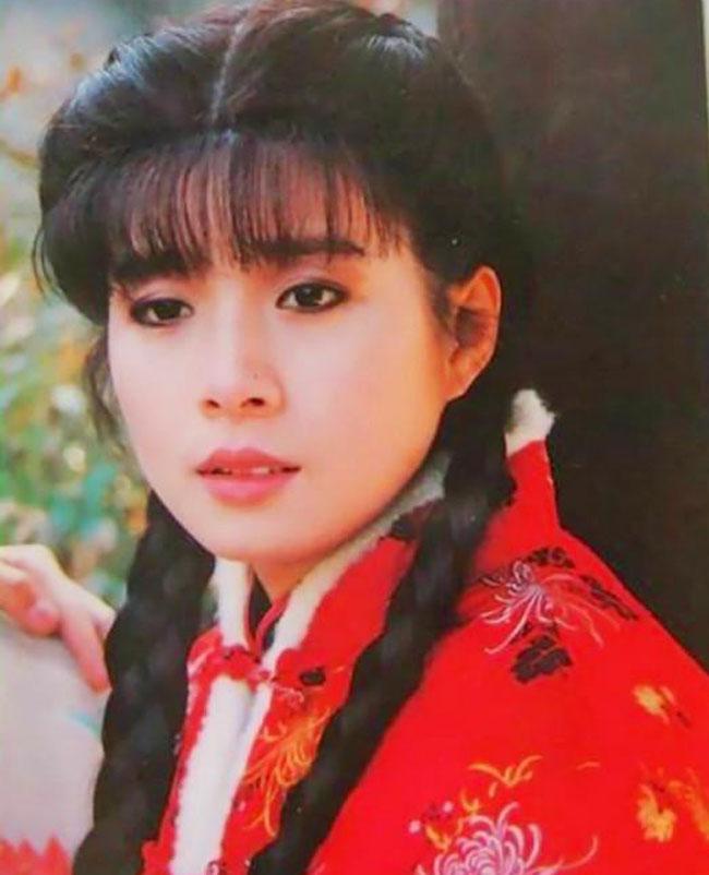 岳翎近况 曾经的琼瑶女郎如今生活过的怎么样引大家好奇图片