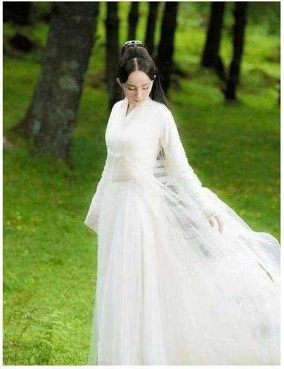 我要嫁白马王子高清_一位男神骑着白马的白马王子走你面前,深情的对你说,嫁给我吧!