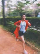 陈意涵挺5个月孕肚跑步 公园跑5.5公里健步如飞